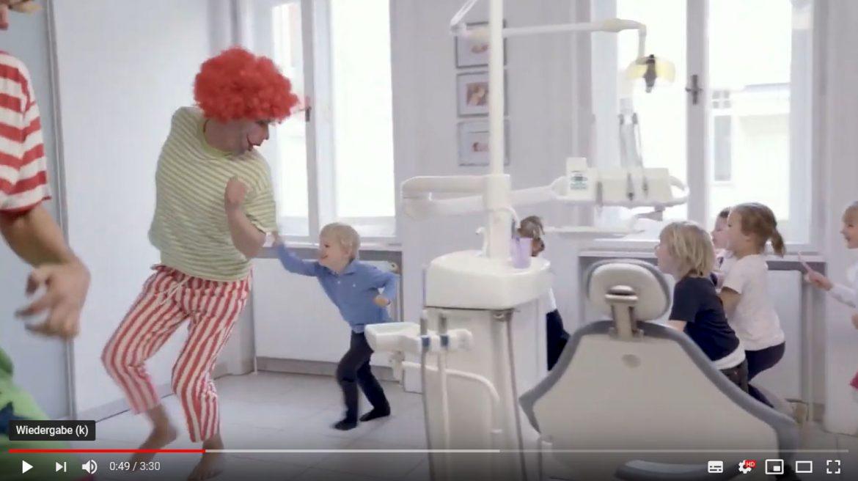 Spezialistenpraxis mundgerecht: Videodreh für ein Kinder-Zahnputzlied